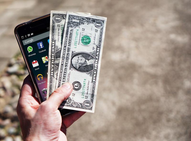 Инсайдеры забирают валюту из банков