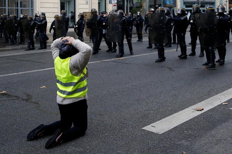 Ошибка СБУ, или почему русские не причастны к французским протестам