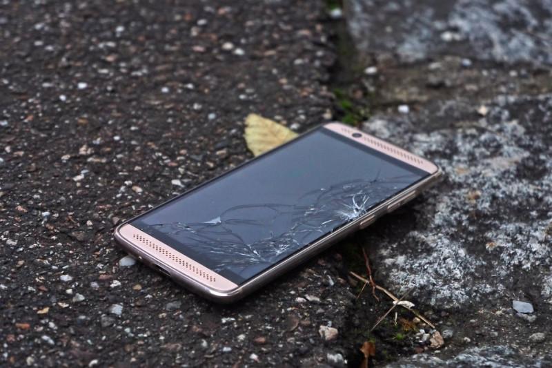 Продажи новых смартфонов в мире рухнули
