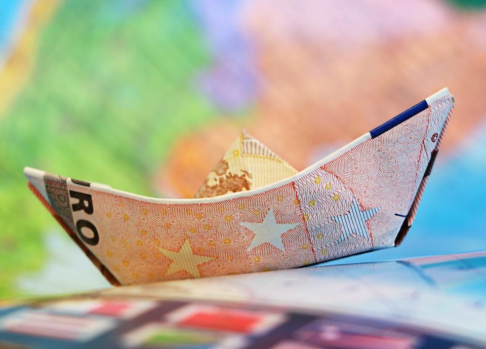 Удержаться на плаву любой ценой. Как внешние обстоятельства помогают рублю