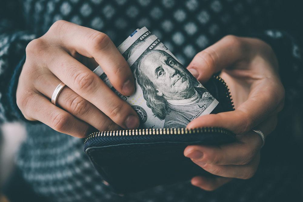 Первые признаки дефицита валюты