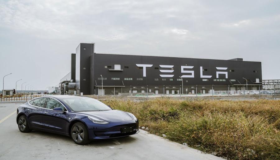 Акции Tesla летят в космос 12-1