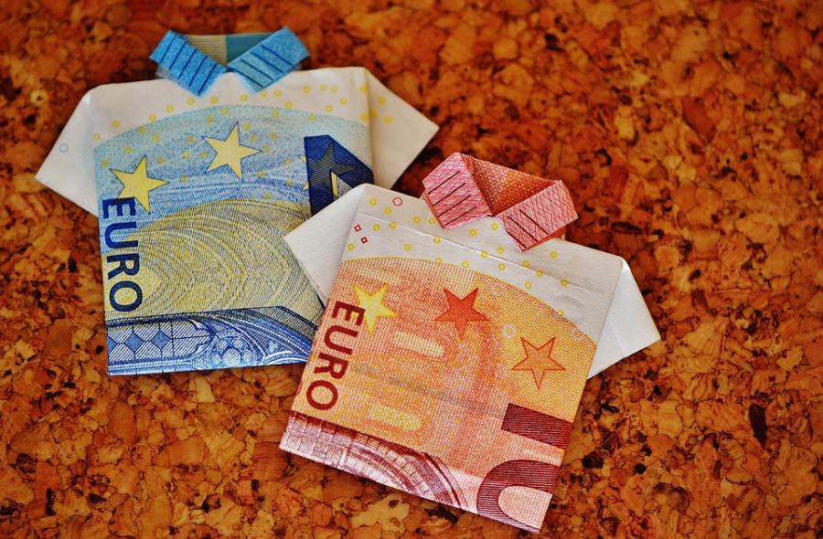 Евро теснит доллар в международных платежах the-last-shirt-1515581_960_720