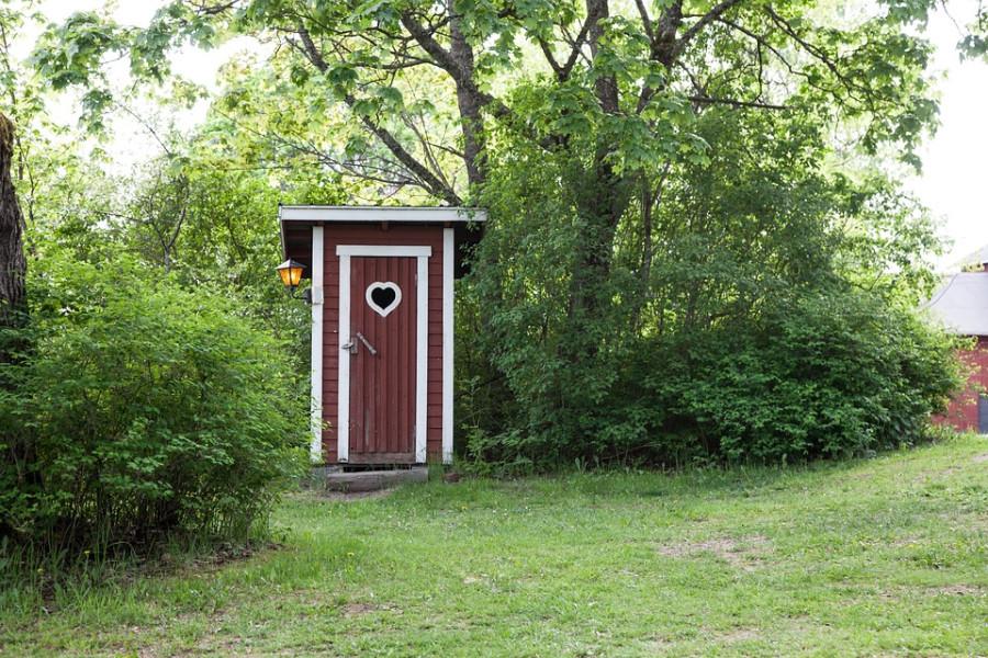 outhouse-1411137_960_720