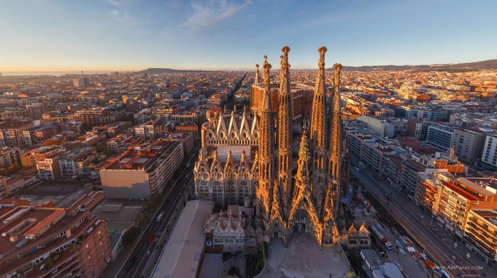 066_Spain_Barcelona_Gaudi_000.jpg