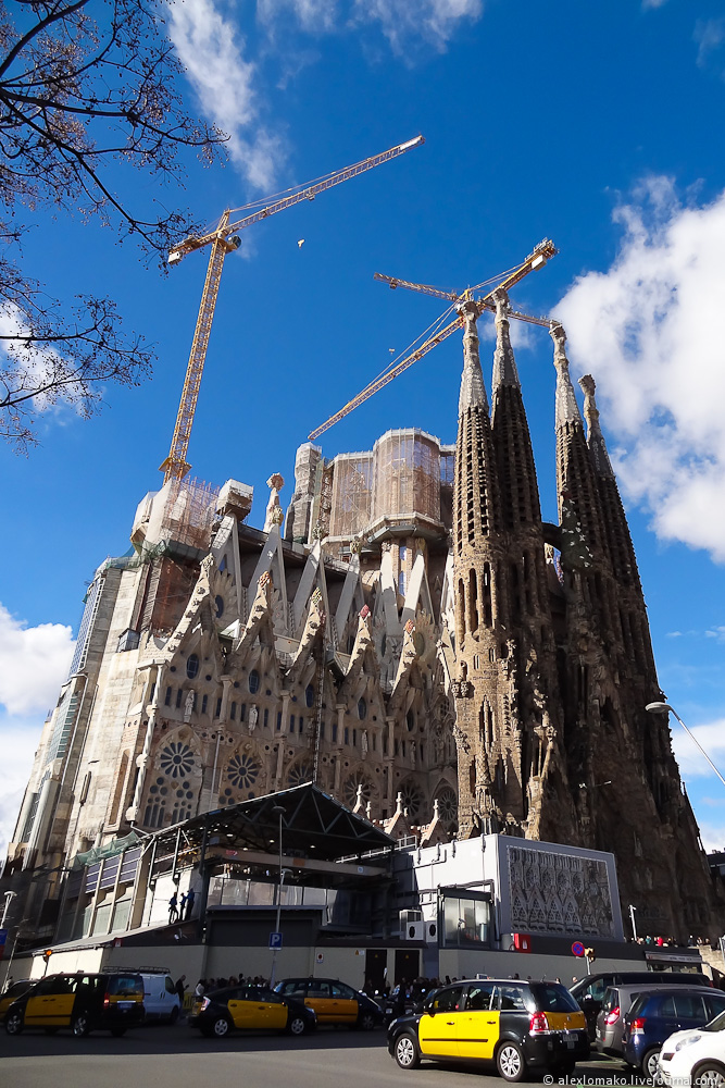 066_Spain_Barcelona_Gaudi_001.JPG