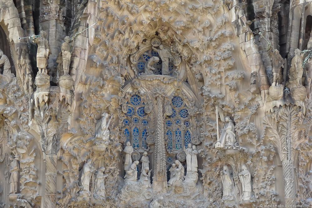 066_Spain_Barcelona_Gaudi_003.JPG