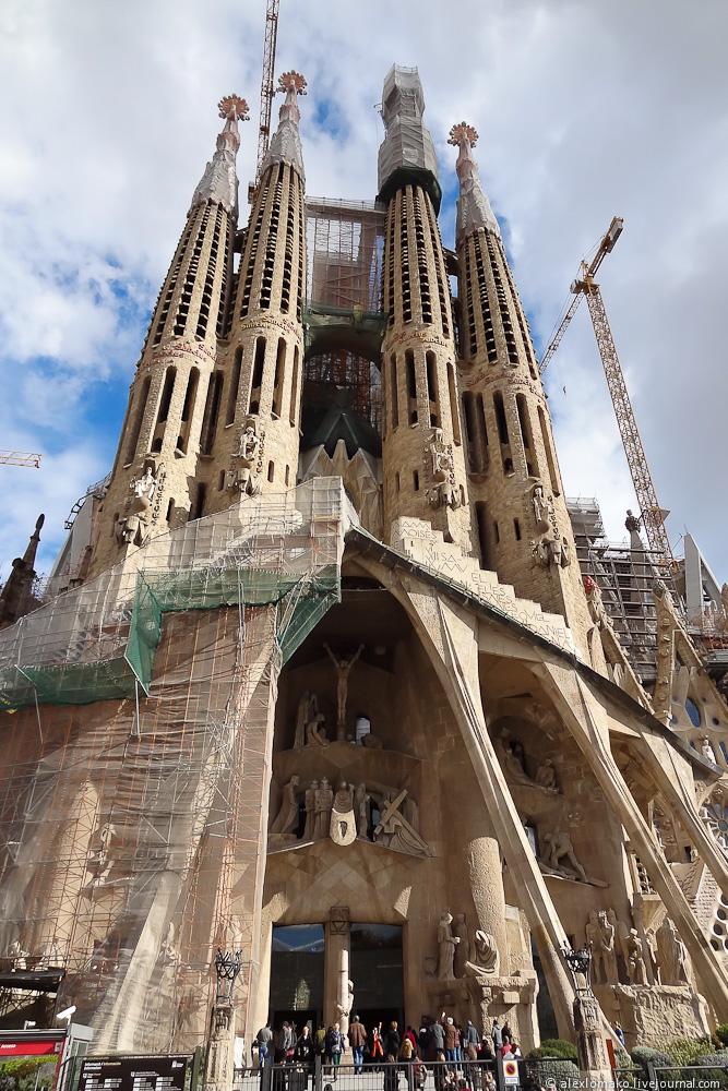 066_Spain_Barcelona_Gaudi_007.JPG