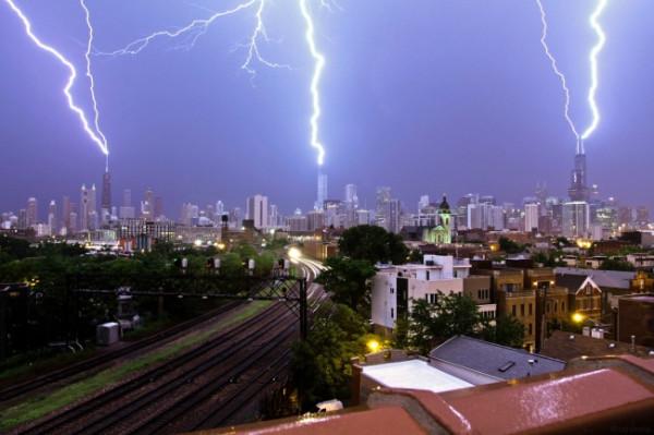 6904760-R3L8T8D-650-Funniest_Memes_triple-lightning-strike-over-chicago_11704
