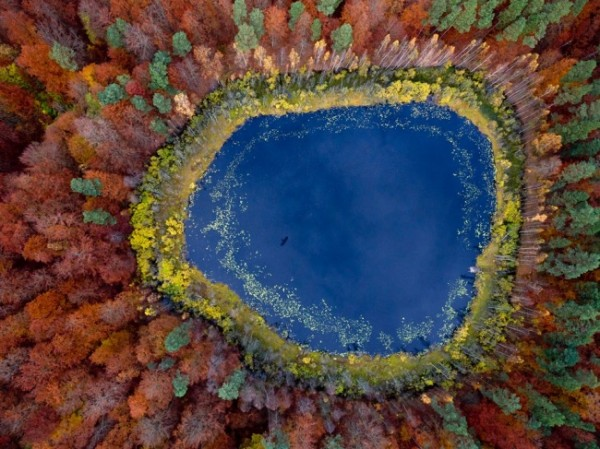 7568260-R3L8T8D-650-autumn-lake-eastern-pomerania-poland_63604_990x742