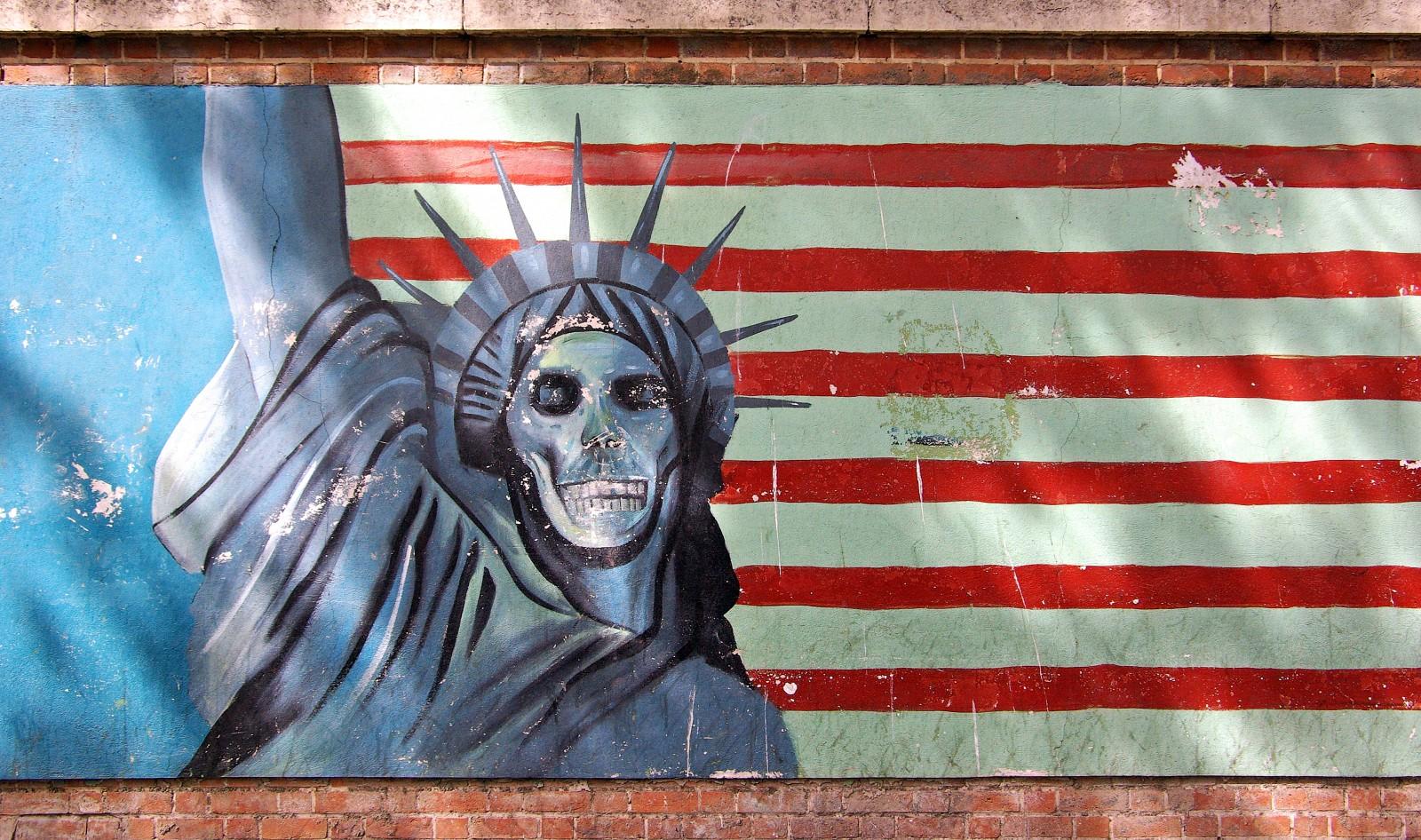 teheran_us_embassy_propaganda_statue_of_liberty