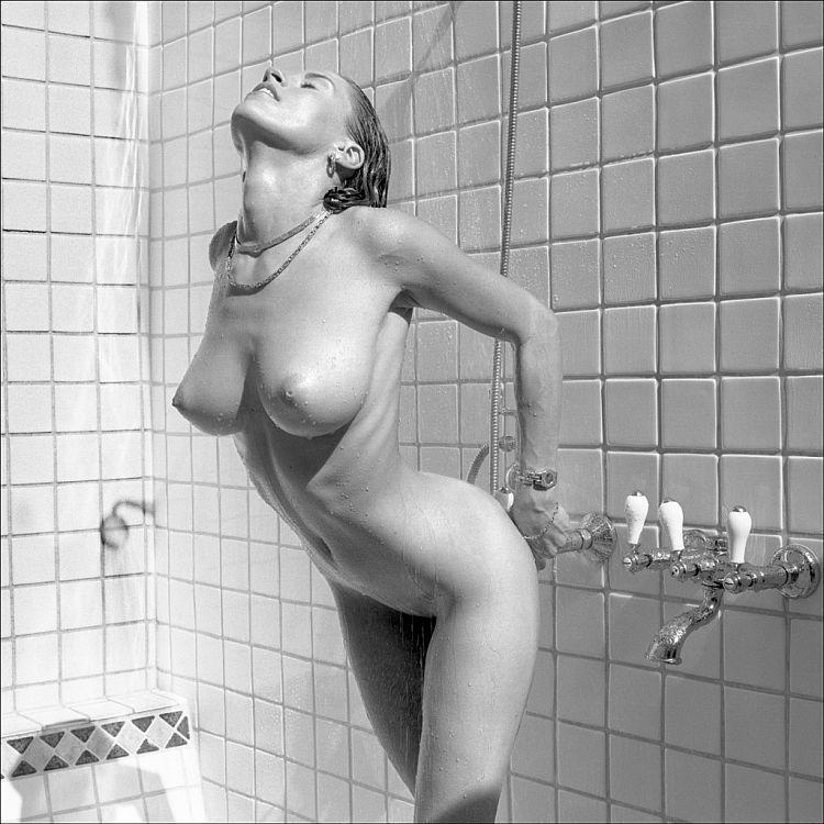 бесшумно видеоигр женщин в душе было приятно сначала