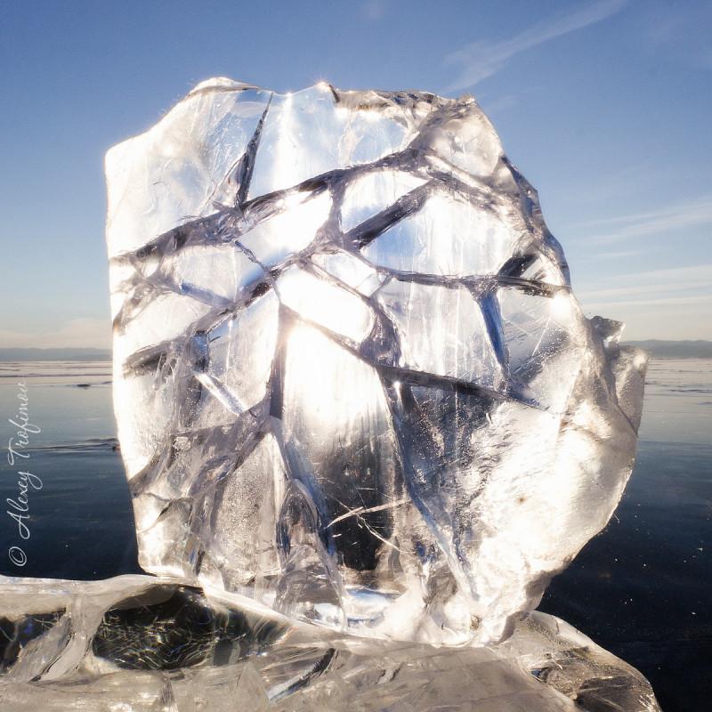 Baikal_2019_03_Ice-Cracking-1.jpg