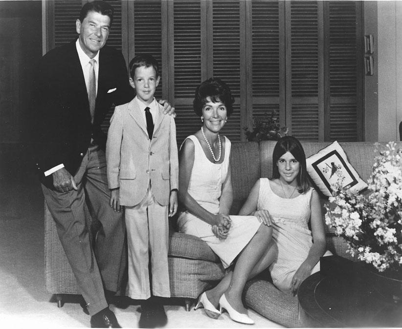 Семья Рейган в 1967 году, вскоре после инаугурации Рональда Рейгана на пост губернатора Калифорнии.