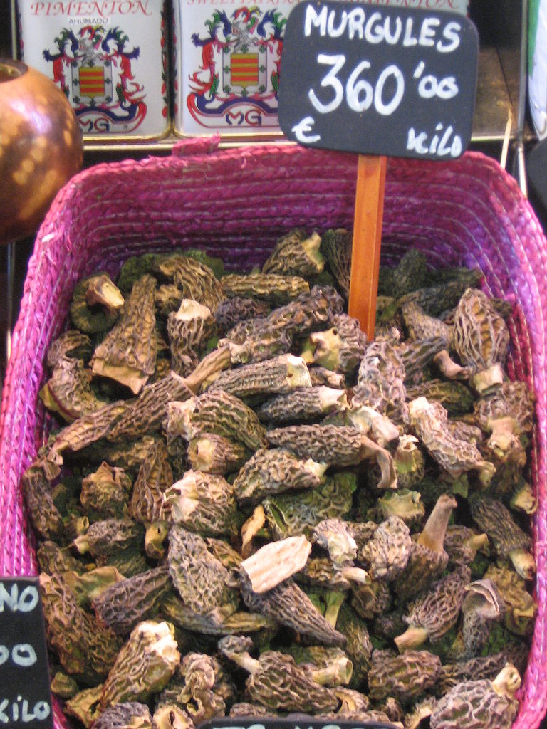 768px-Mushrooms_for_sale_in_La_Boqueria_market