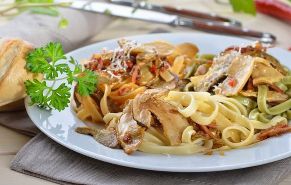 eda-pasta-griby-zelen-food