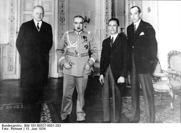 1934 .Гебельс больше говорил тогда с маршалом Рыдзь ,но и Пилсудский его тогда принял