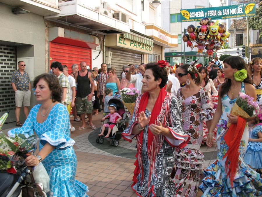 Торремолинос 2010. Коста дель соль. Праздничное шествие испанцев.