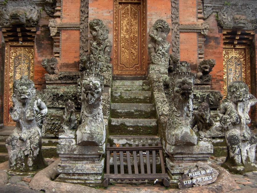 Бали 2008. Monkey town - город бандерлогов, джунгли, развалины, бананы и кокосы