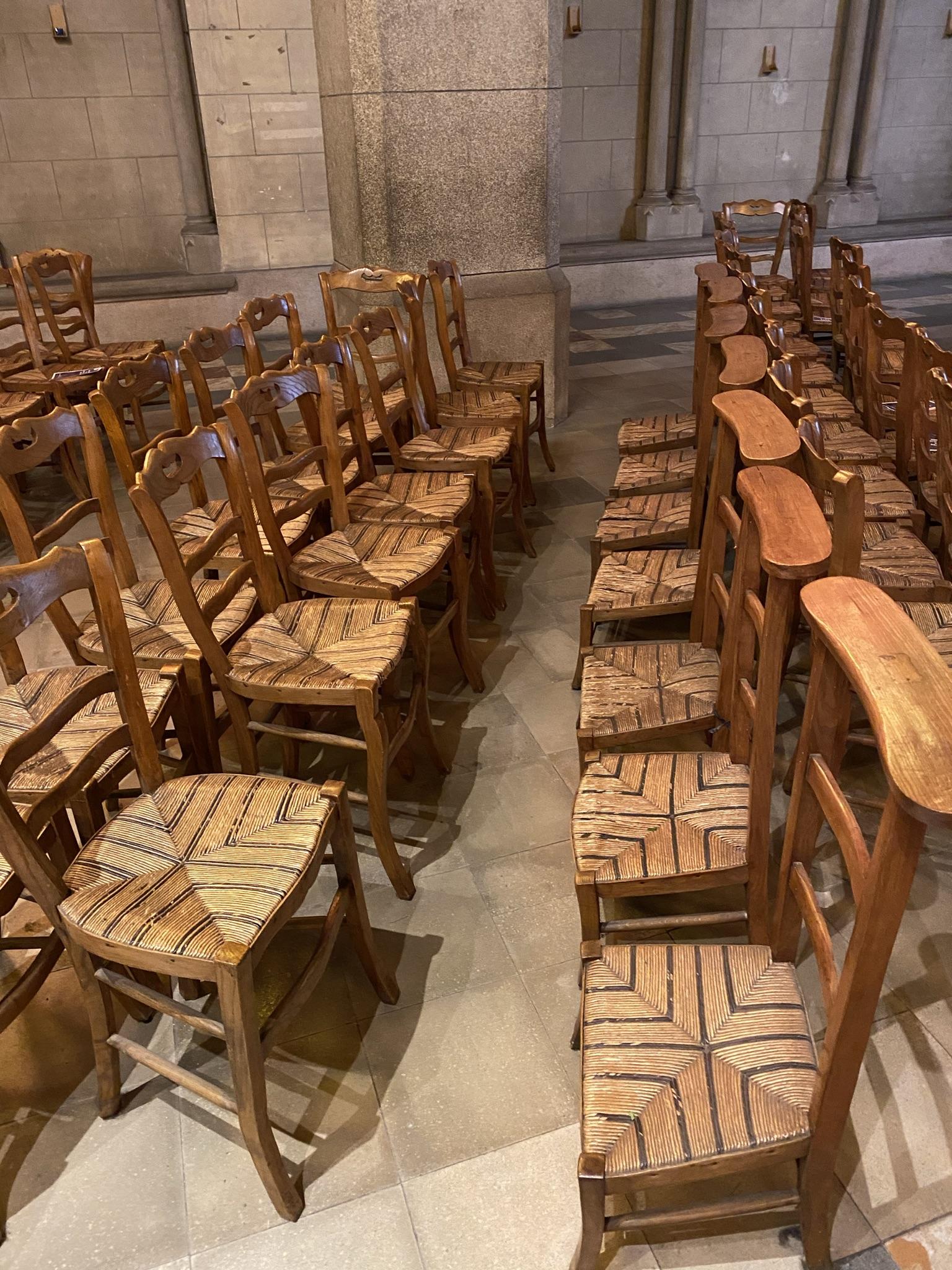 Стулья для сидения и коленопреклонения
