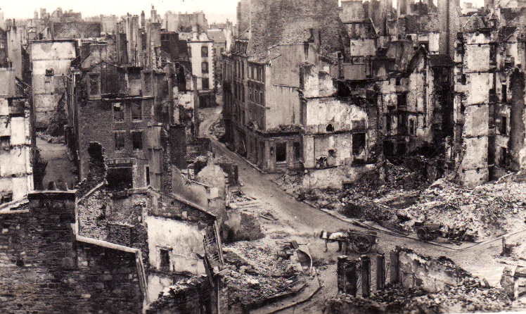 Сен Мало после бомбардировки.