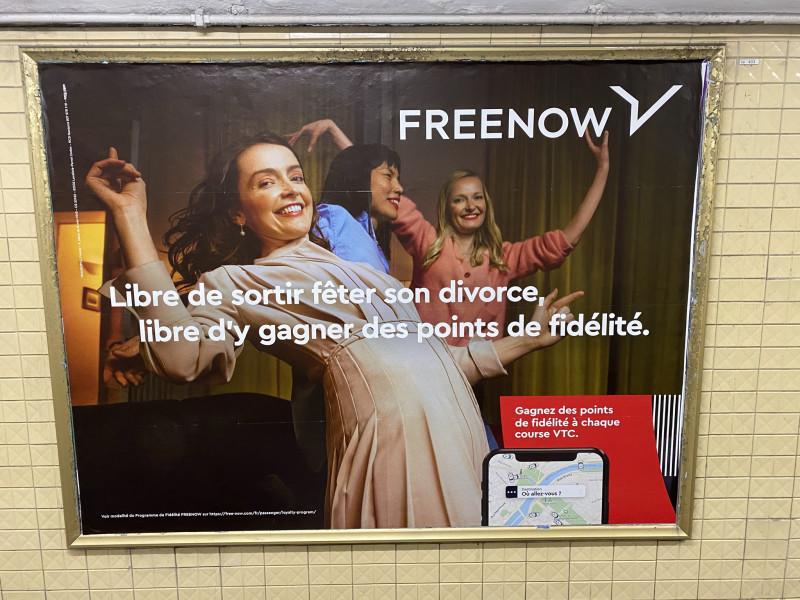 Свободна чтобы отпраздновать свой развод, свободна чтобы тем самым получить еще несколько пунктов на loyalty