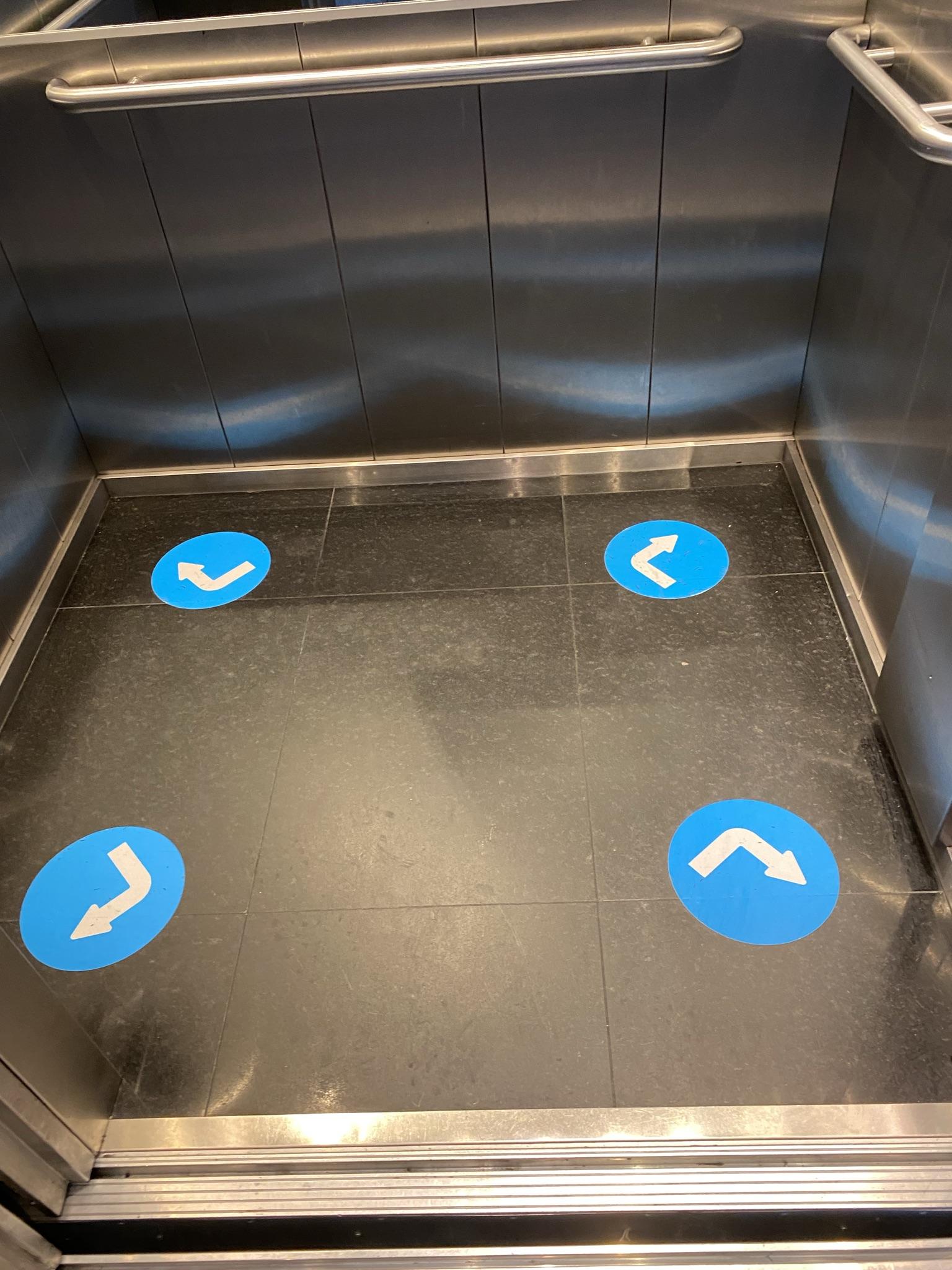 Ковидная разметка лифта