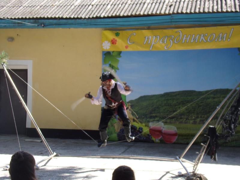 24. Танец с саблями на канате