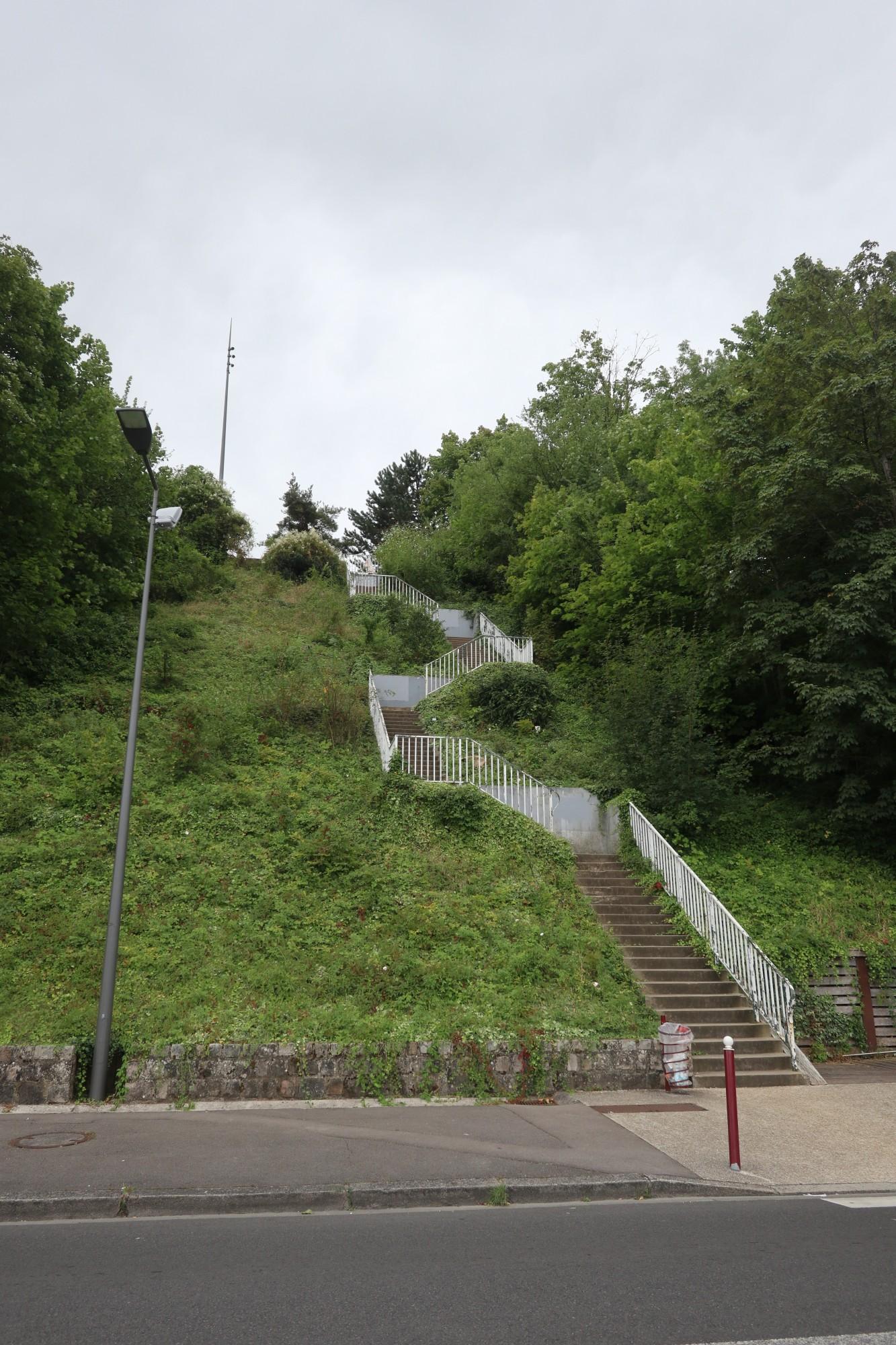 3. Лестница на обзорный холм