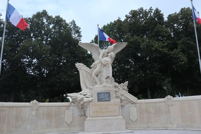 29. Мемориал всем погибшим в войнах жителям Beauvais