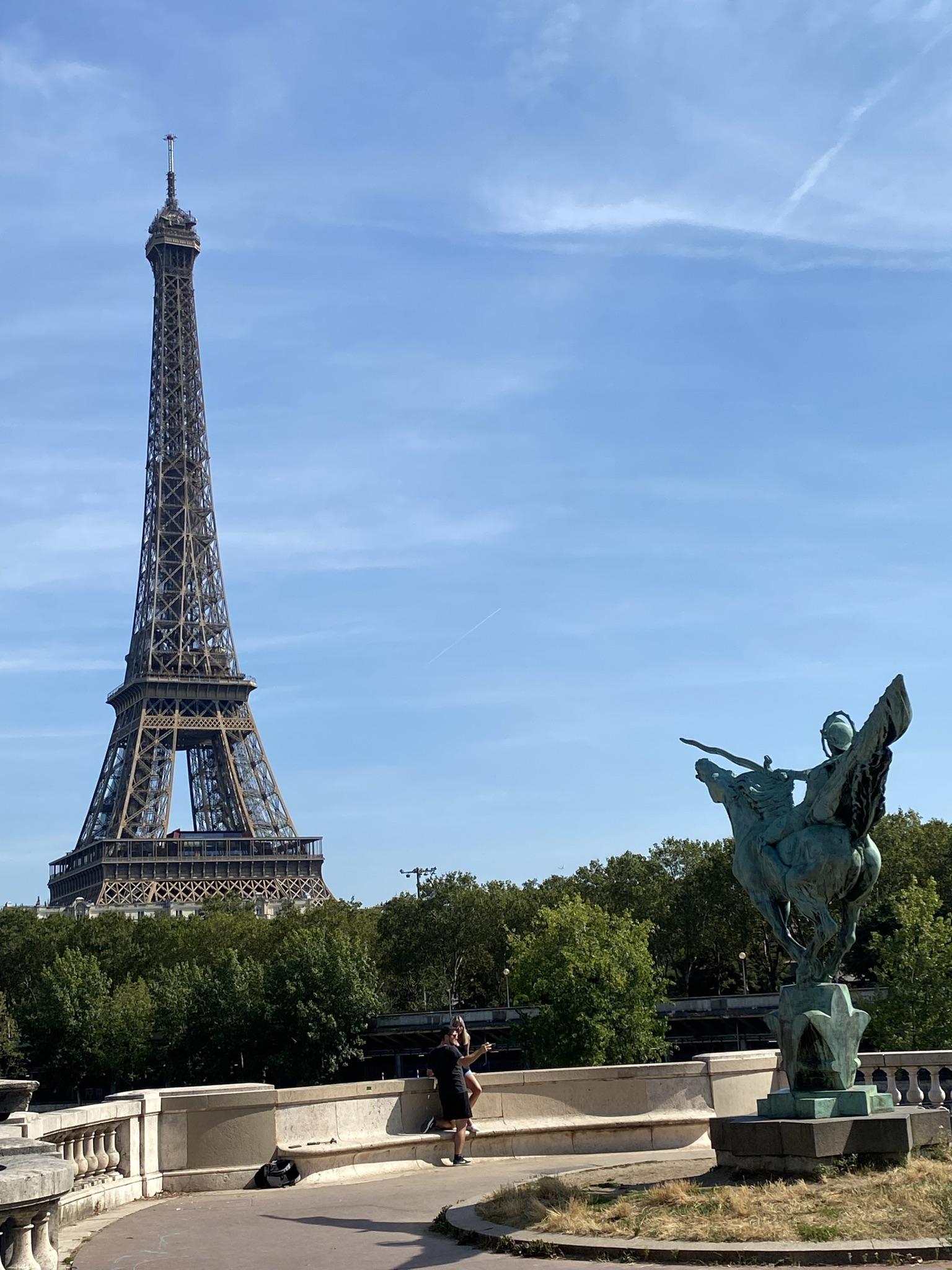 3. Вид на Эйфелеву башню с моста Bir-Hakeim
