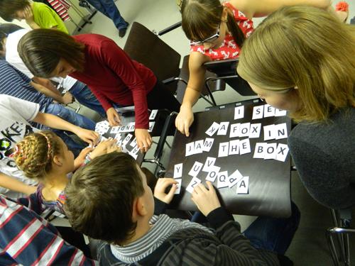 «У детей происходит постепенная смена ведущей деятельности: от игровой к учебной»