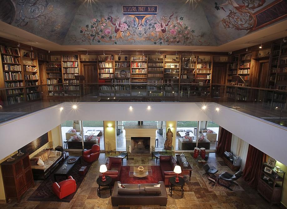 8 лучших отелей с библиотеками