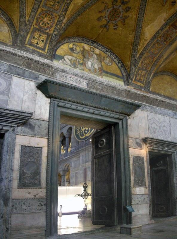 09_2_Imperial_Gate_Hagia_Sophia_2007a_wiki