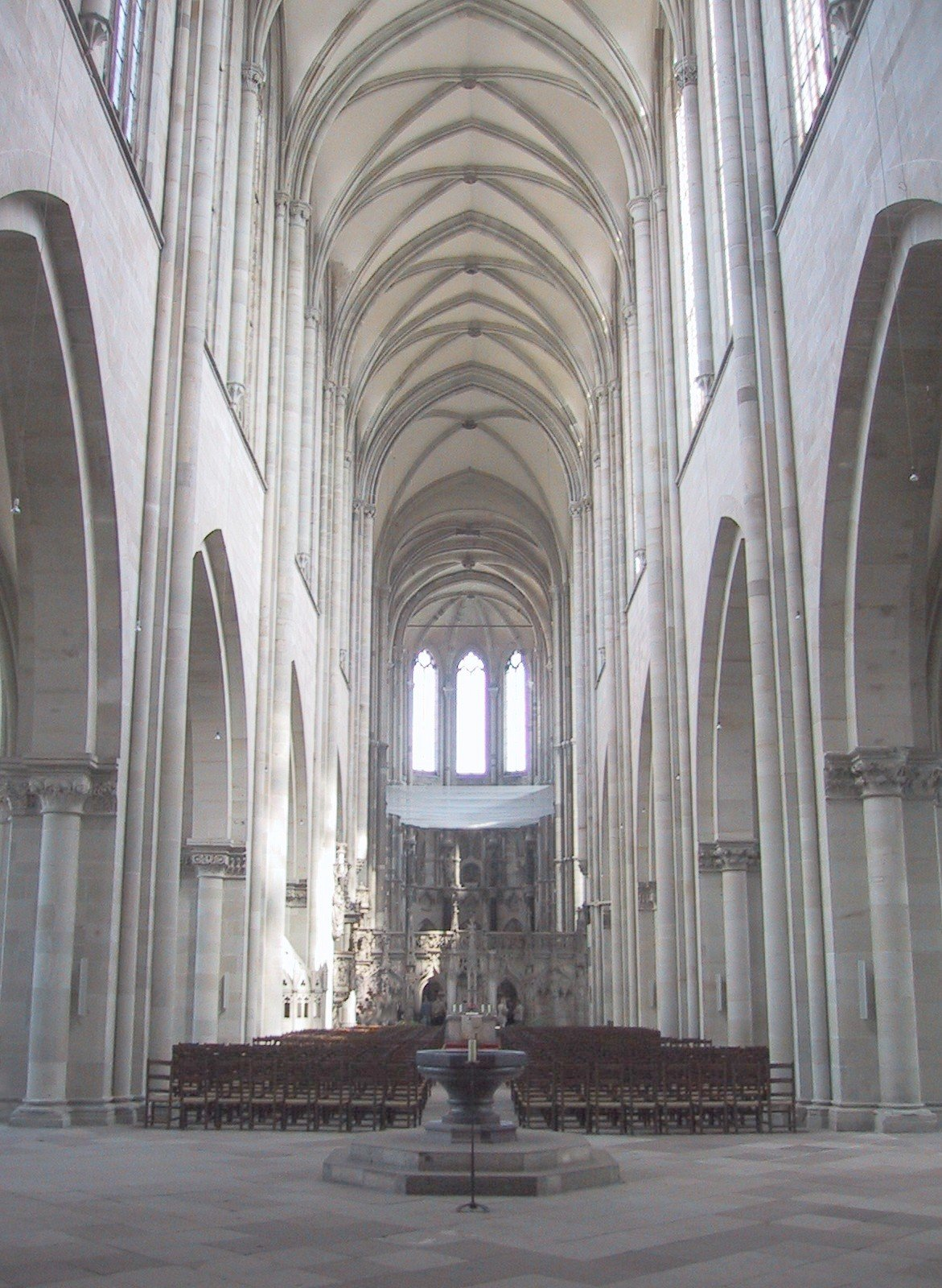 Cathedral_of_Magdeburg_Inside