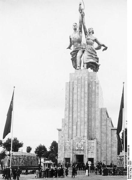 439px-Bundesarchiv_Bild_146-1990-036-19,_Weltausstellung_in_Paris,_sowjetischer_Pavillon