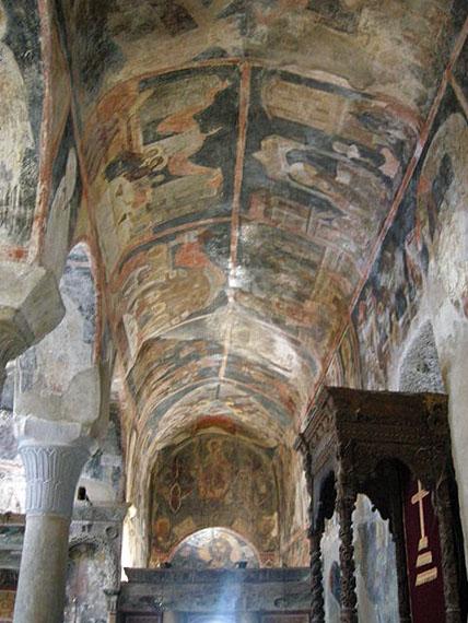 450px-Metropolis_of_Mystras,_inside,_frescos_01