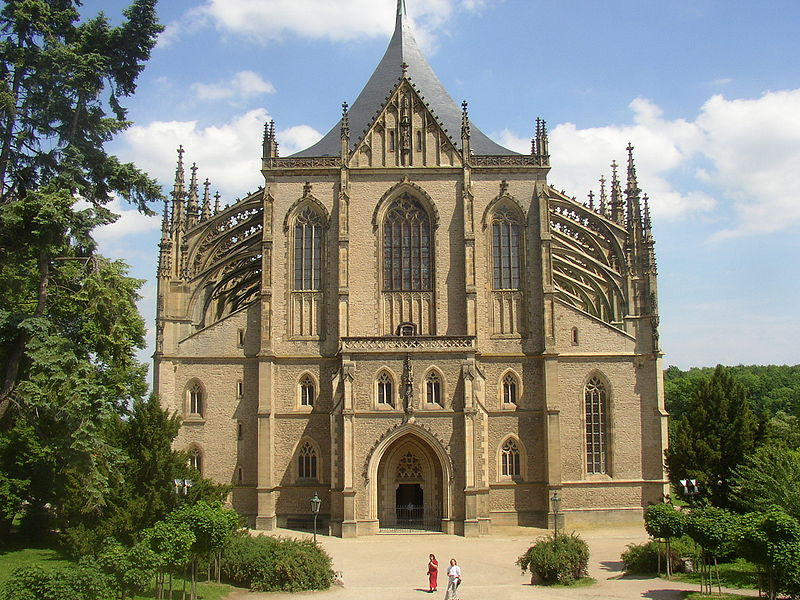 800px-Kutna_Hora_CZ_St_Barbara_Cathedral_front_view_01