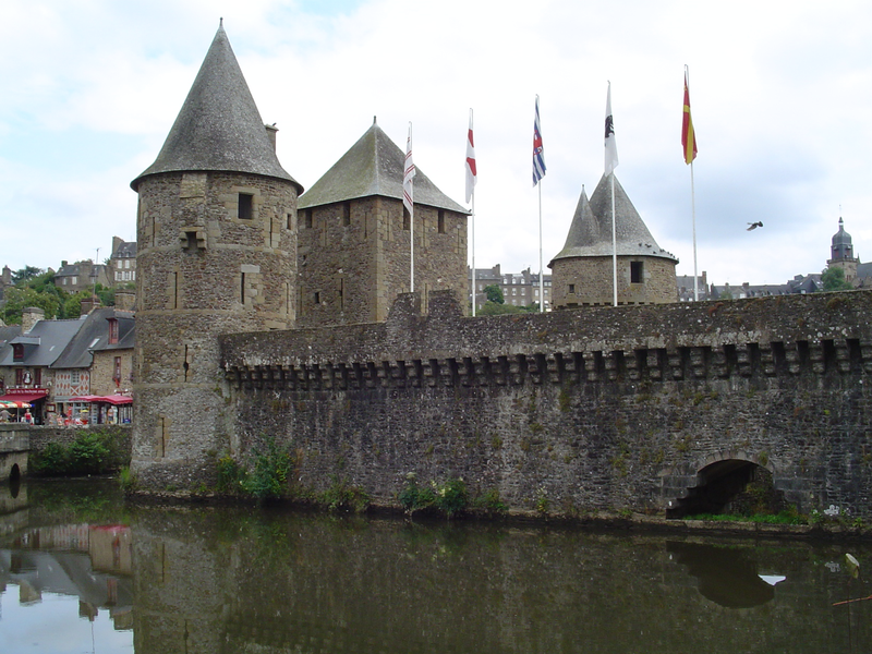 800px-Fougeres02
