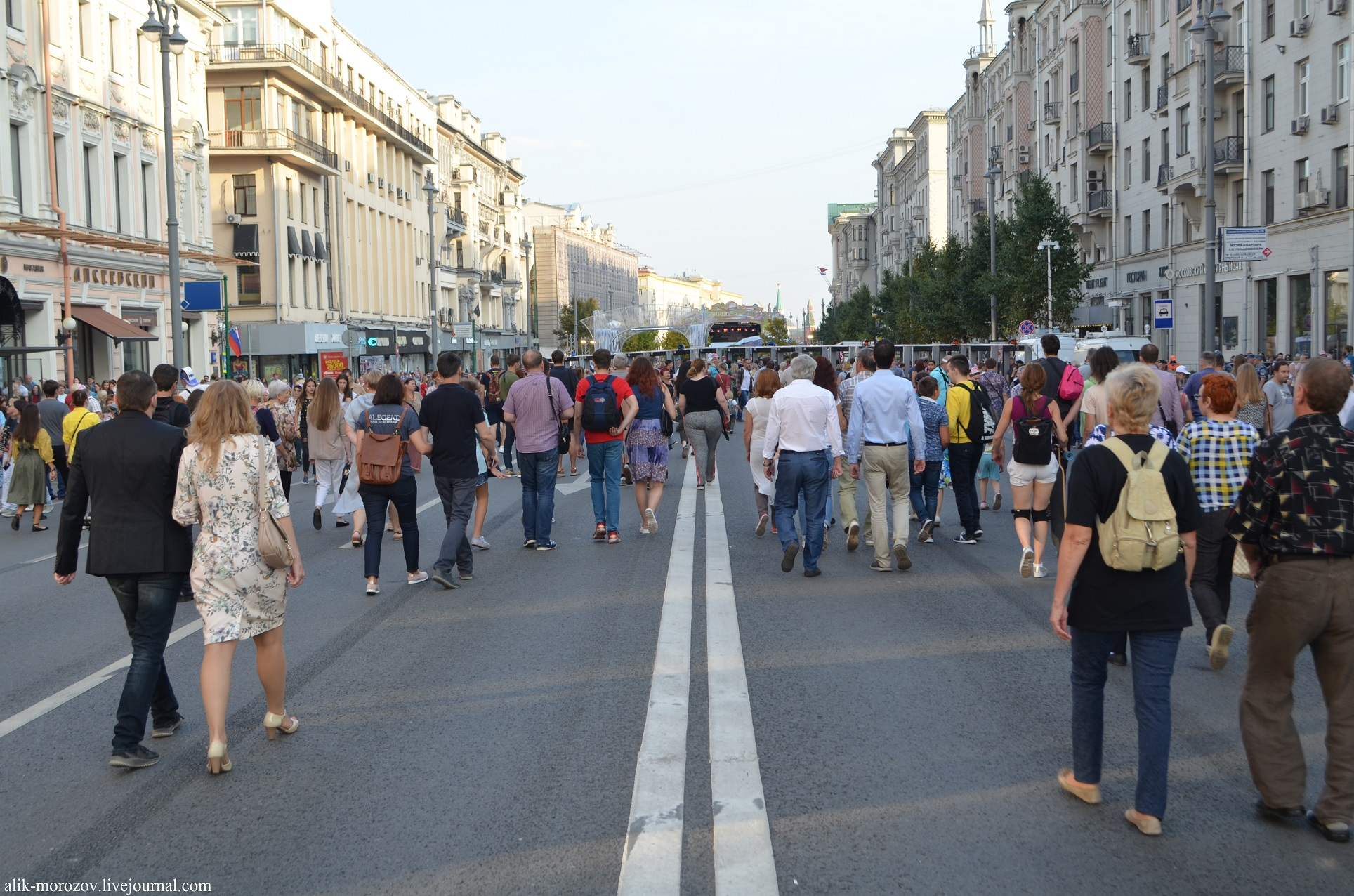 A walk along Tverskaya on the day of the city of Moscow is many, cities, Today, Pushkin, side, street, right, center, guests, Tverskaya, crowns, today, here, stand, wall, come out, look, buildings, canopy, mirror