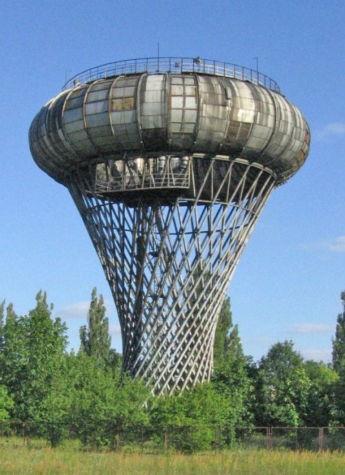 1352403138_14unique-water-towers-6