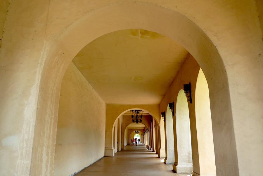 Сан-Диего: парк Бальбоа, автомобиль, в котором можно жить ... Музей Прадо Внутри