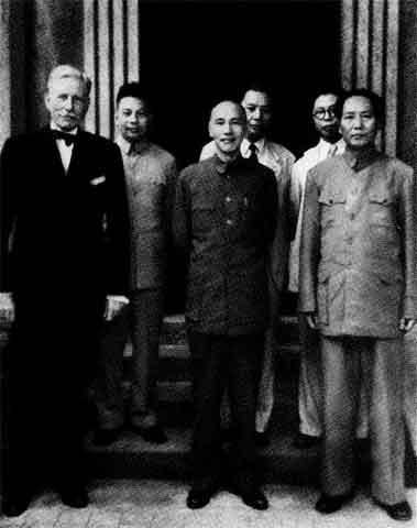 На переговорах с лидерами Гоминьдана о мирном объединении страны.