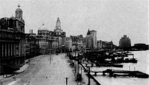 Гоминьдановцы бежали! Пустынная набережная Шанхая накануне взятия города войсками НОАК. 26 или 27мая 1949 г.