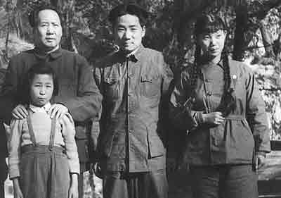Ли На дочь Мао в горах Сяншань