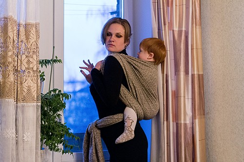 мама в чёрных колготках дала сыну