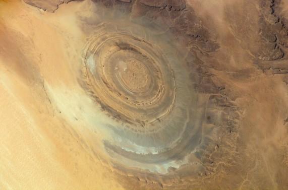 gpw-20061021-NASA-ISS016-E-15803-Earth-from-space-the-Richat-Structure-Maur-Adrar-Desert-Mauritania-20071210-medium-571x377