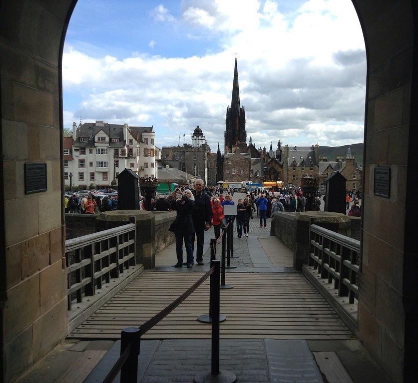 Эдинбург и его главная достопримечательность - собор.