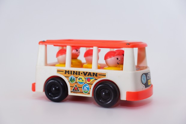 mini-van-fisher-price-620x413
