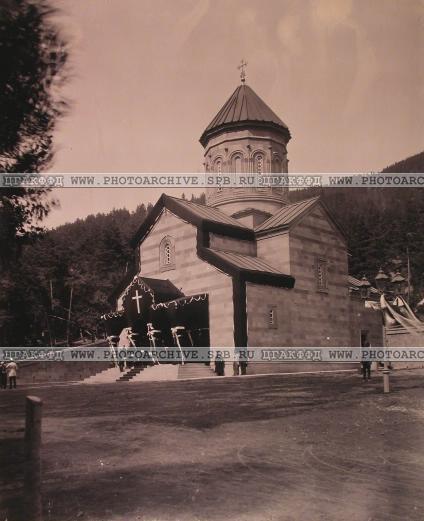 Вид Александро-Невской церкви в дни траура. 1899